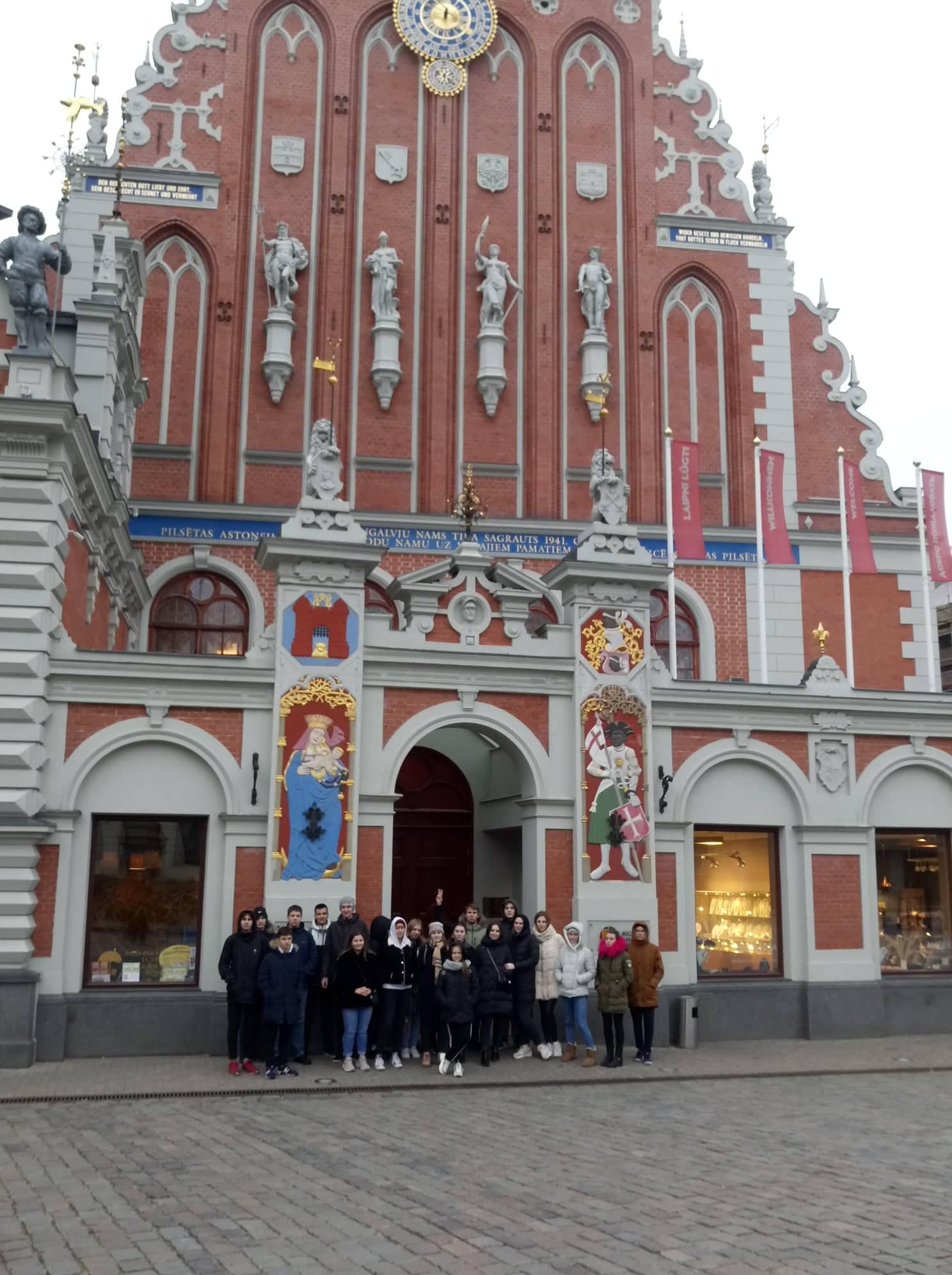 9.-12. klašu 53 skolēni devās uz galvaspilsētu