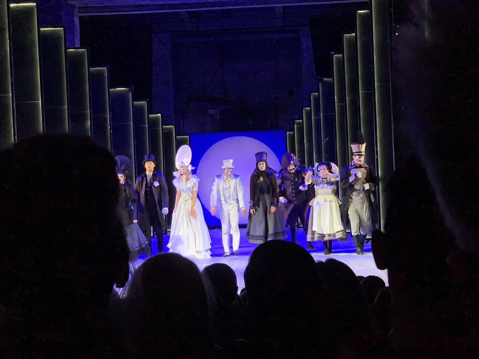 """Oriģināla teātra izrāde """"Precības"""" Liepājas teātrī"""